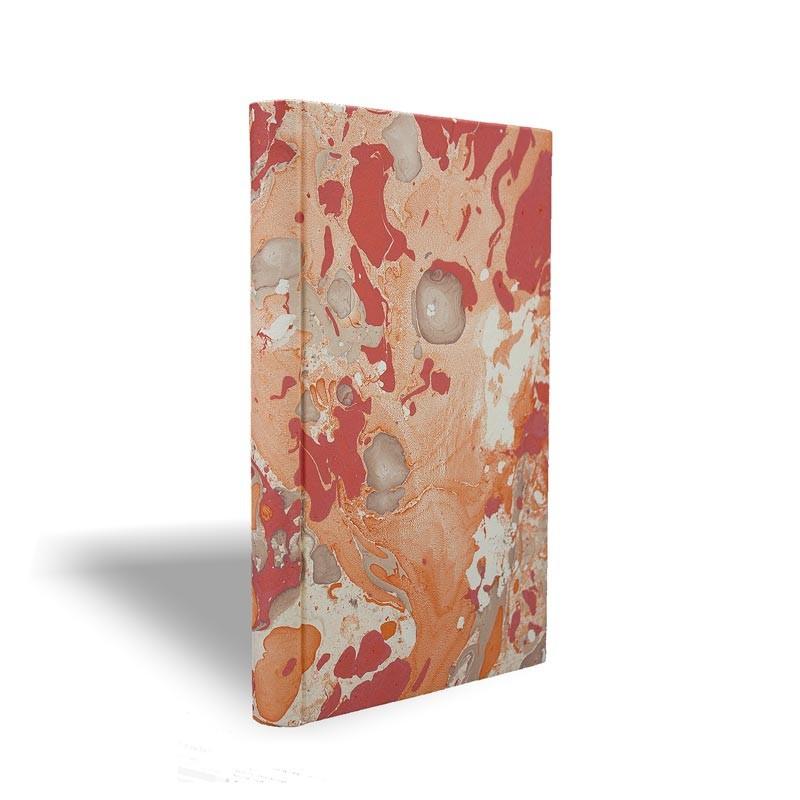 Quaderno in carta marmorizzata a mano arancione bianco corallo Filomena - Conti Borbone - made in Italy prospettiva